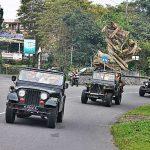 Iring-iringan rombongan menuju Gunung Merapi