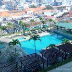 Kolam renang Alila Jakarta dari lantai 9